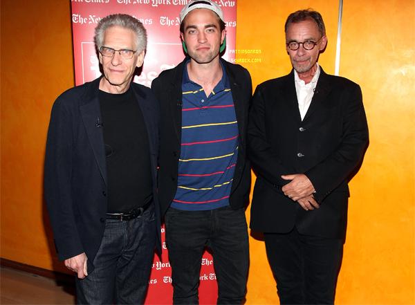 15 août 2012 : Robert à la séance questions/réponses, toujours à NY avec David Cronenberg.    Rob est très décontracté haha.