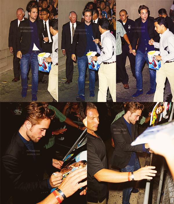 22 août 2012 : Robert chez Jimmy Kimmel    Il etait super beau. J'adore comment il est habillé et tout. *o*