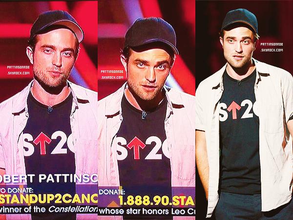 06 Septembre 2012 : Robert aux MTV Vidéo Music Awards.   Robert était très beau ! J'adore ses cheveux.
