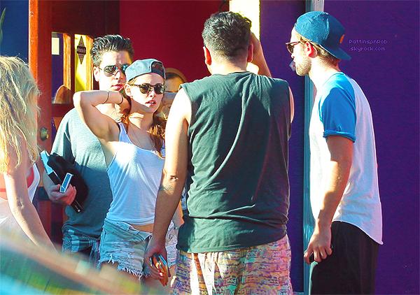 """14 Octobre 2012 : Robert et Kristen à Los Angeles.     C'est la première fois, après le """"scandale"""" de KStew que l'on voit les deux ensemble... Une réconcilliation vous disez ? Pourquoi pas..."""