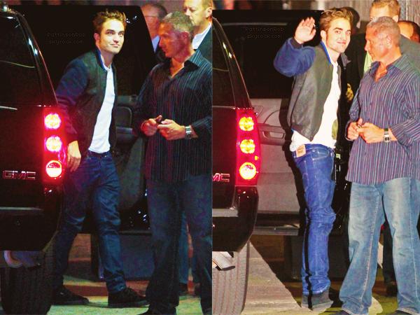 5 Novembre 2012 : Robert arrivant sur le plateau de Jimmy Kimmel.      Il a aussi pris le temps de signer des autographes à quelques fans en sortant.