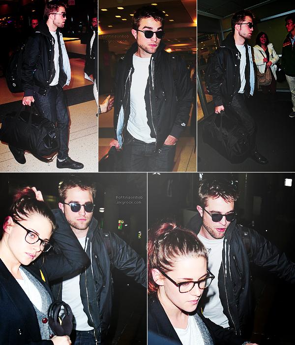 23/11/12 || Robert et Kristen ont été photographiés à l'aéroport de JFK à New York.