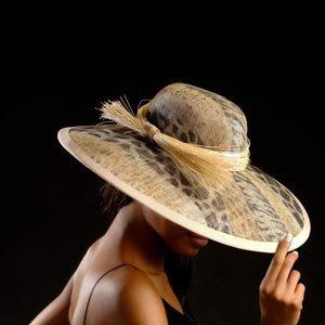 collection de femmes au chapeau en cours