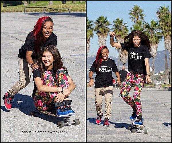 .30.10.2012: Zendaya et ses amis on été aperçu à un skate à Venise Beach,Los Angeles..
