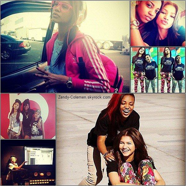 .01.10.2012: Zendaya à réalisé un shooting photo,à l'extérieur de sa maison à Los Angeles..