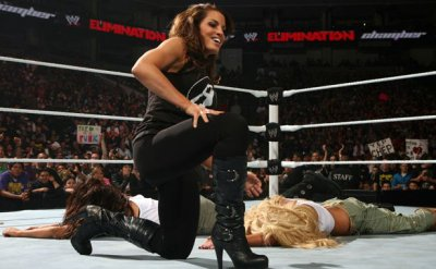 Trish Stratus s'envole pour Wrestlemania ^^