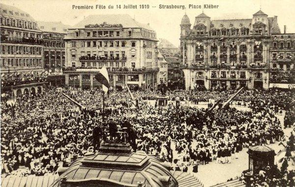 Liberation de l'Alsace en 1918-- Entrée des troupes Francaises à Strasbourg