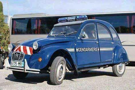 Le nouveau véhicule d'intervention rapide de la Gendarmerie Francaise  à double turbos inversés, tres économique ...