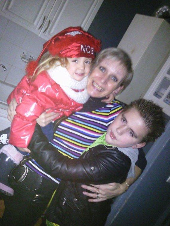 Maman & Le frere & la niece..<3$