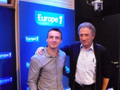 """LES PHOTOS: Toute l'équipe de Drucker sur Europe 1 """"Faites entrer l'invité"""""""