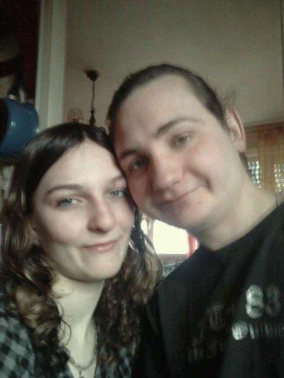 voici ma soeur et mon beau frère il sont pas un beau couple?