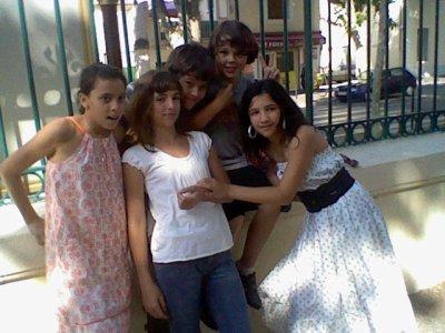 moi, julia,maroua,sarah et gaston