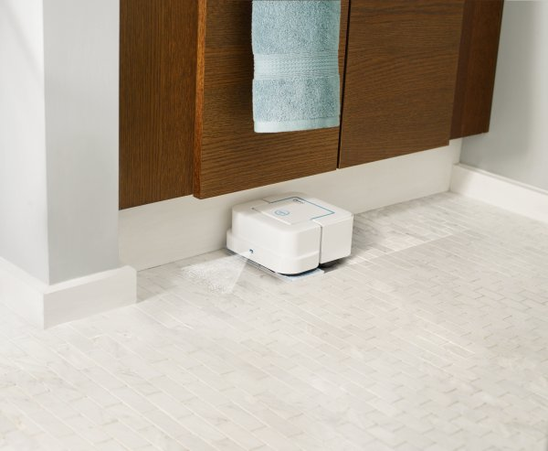 iRobot Braava jet 240  Tampin in a Push of A Button