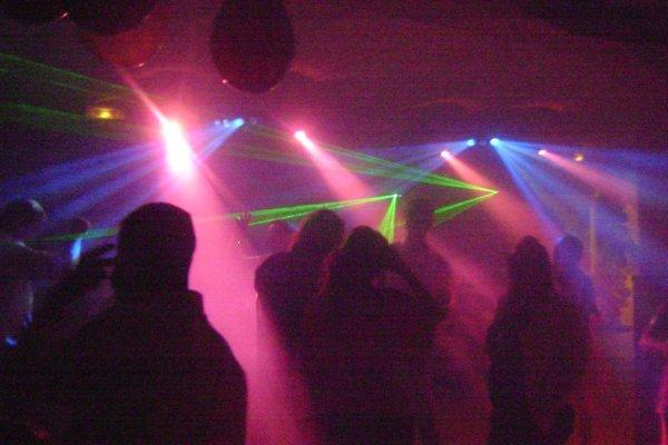 Organisée une soirée,c est possible,laissez un message à DJ LOOPING