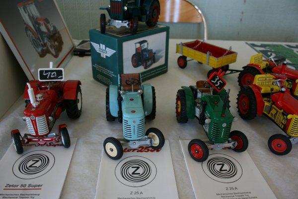 4éme  salon de la miniature  agricole  à  POUSSAY  (88)   artisanal