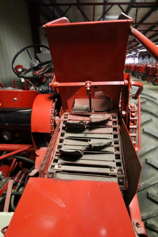 Visite d'un collectionneur de tracteurs environ 600 tracteurs exposés