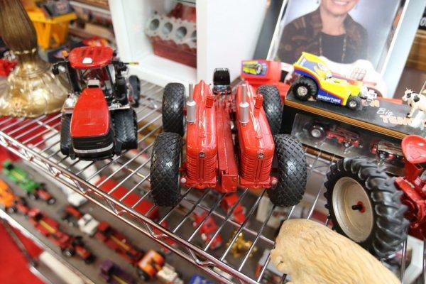 de retour à la collection de tracteurs IH de Mr Jerry Farmall-Land USA