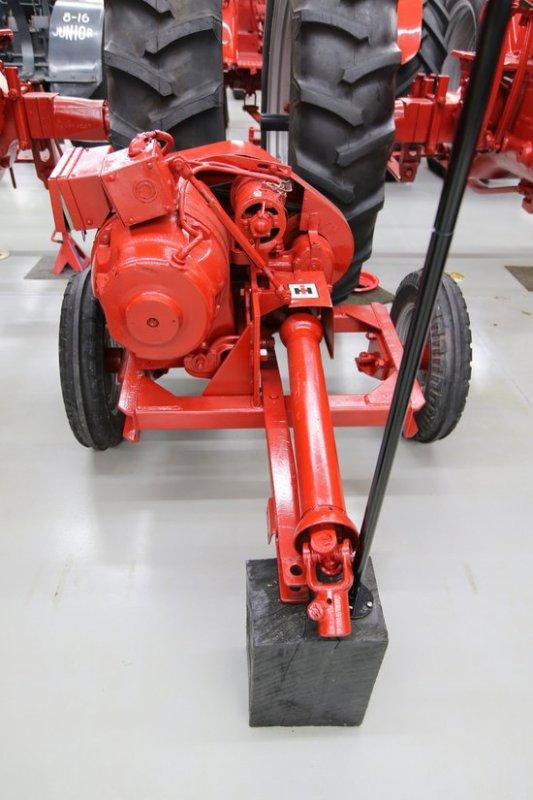 visite de la collection de tracteurs IH de Mr Jerry Farmall-Land USA