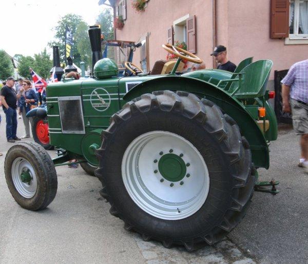 Fête de la nature à Hirtzbach 2017  : mise en route du tracteur avec une cartouche