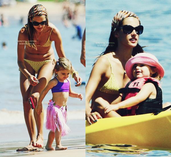 Alessandra Ambrosio en famille à Hawaii.