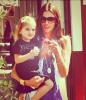 Alessandra et sa fille Anja dans un parc le 31 août.