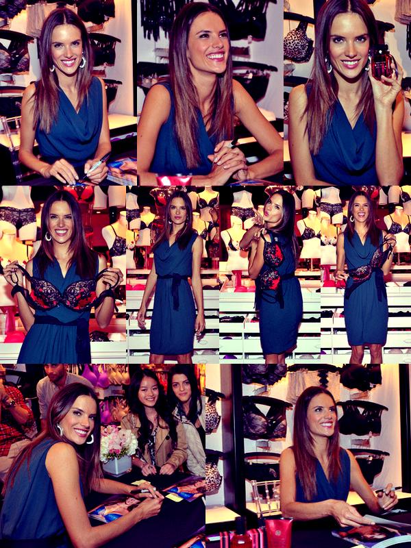 Alessandra à l'ouverture d'un nouveau magasin VS, à Toronto, le 20 Octobre.