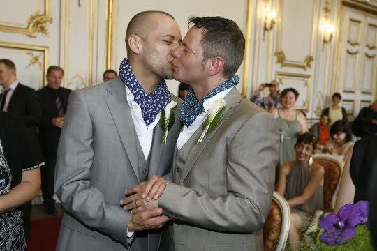 Strasbourg : Des Milliers De Personnes A La << Gay Pride >>