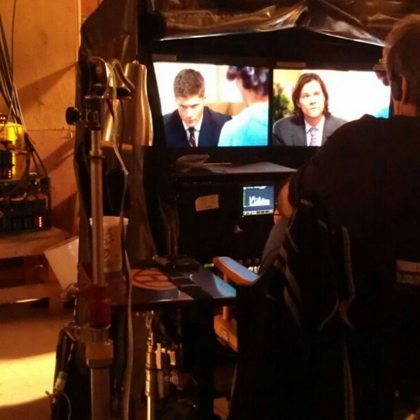 "Photos Behind The Scene 8x17 ""Goodbye Stranger"""