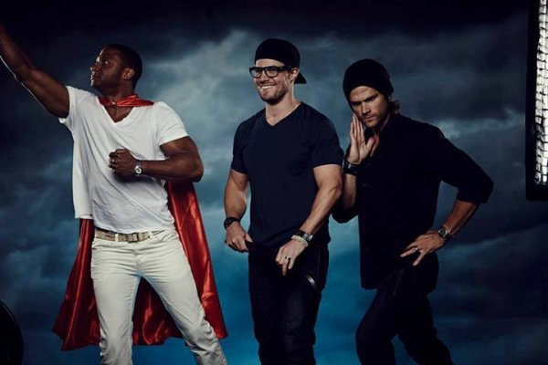 """Comic Con 2013 : Photoshoot at """"Superman 75"""" Misha & Jared"""