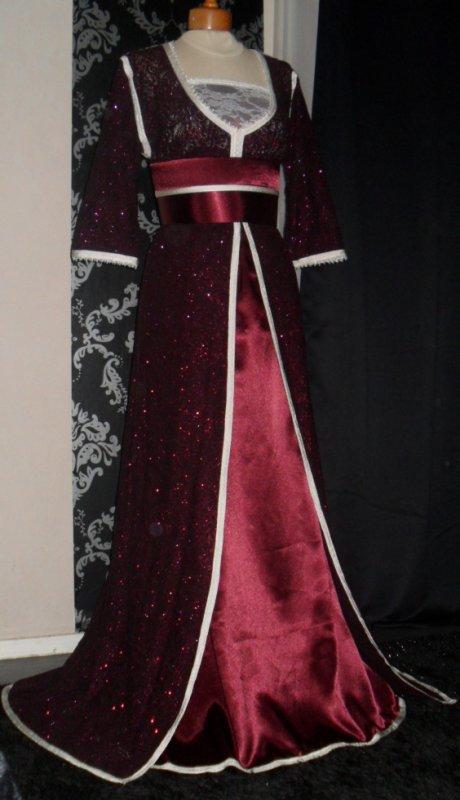 Robe rouge bordeaux