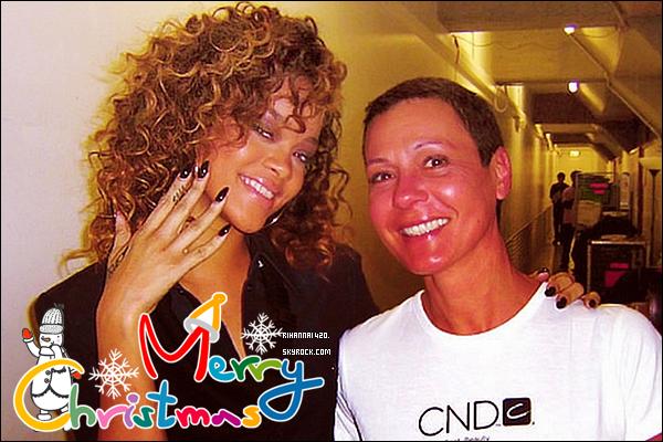 19 Decembre: Rihanna à un centre de manucure à Londres