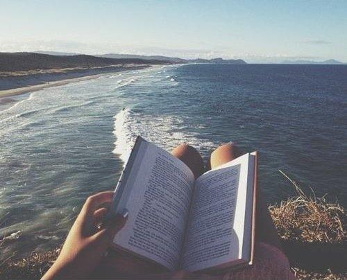 La lecture est un art, celui se s'oublier sois même, de devenir quelqu'un d'autre. ©