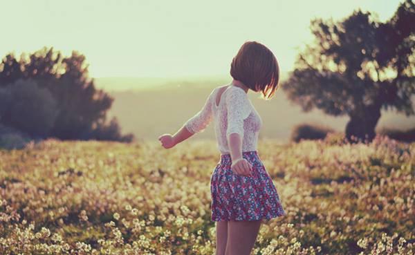 """"""" Les larmes sont un don. Souvent les pleurs, après l'erreur ou l'abandon, Raniment nos forces brisées. """" Victor Hugo"""