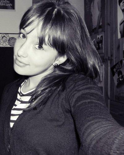 Et si jamais tu m'oublies, je m'accrocherai a nos souvenirs en espérant que tu me reviennes.
