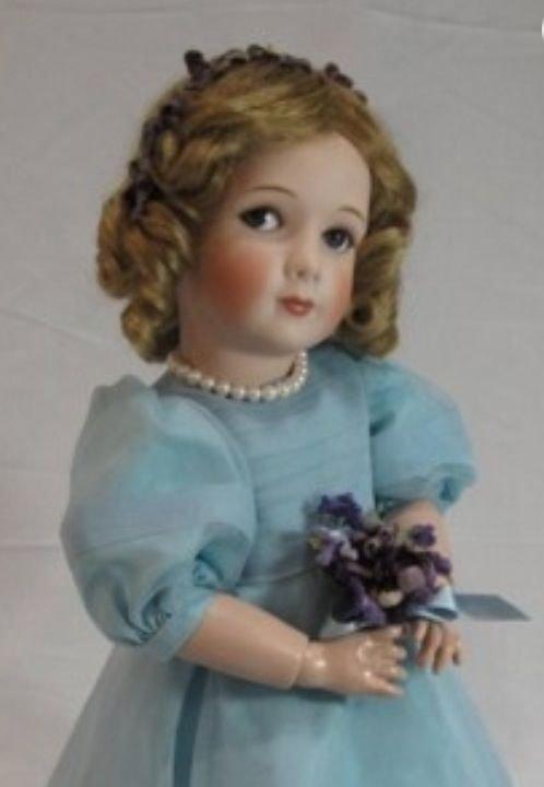 gagné en effet les petites filles du roi d'angleterre recurent en 1938 ces poupées habillées de facon somptueuse avec meme leur voiture!
