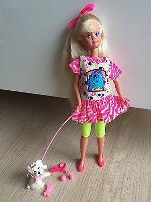 un clin d'oeil a granitdoudou qui aime les poupées qui ont du chien!