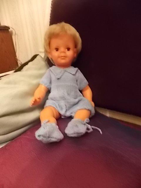 michel etrenne sa nouvelle barboteuse tricotée