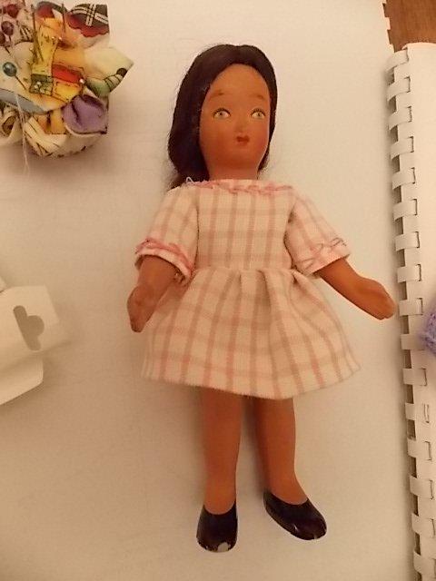 "la petite poupée ""des vacances"" a eu sa première robe"