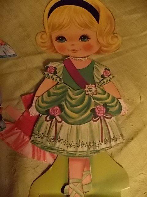 poupée de papier