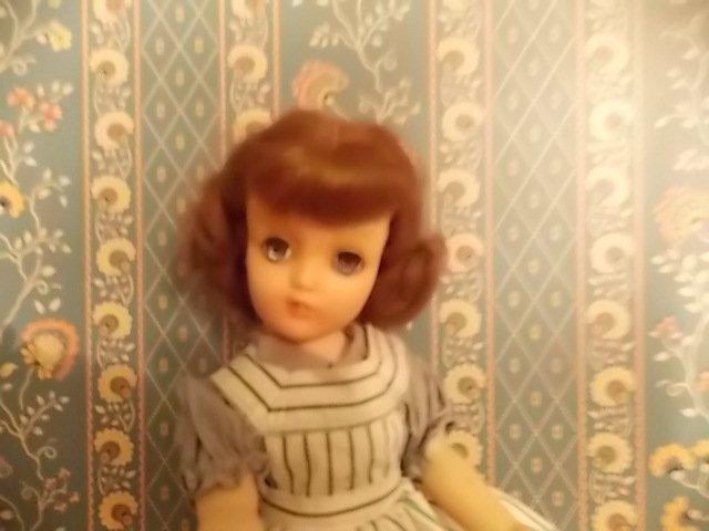 la petite fille qu'on maquille