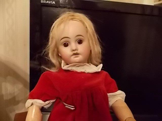 ma petite soeur de Bleuette s'habille aussi pour les fetes