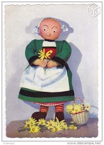 quelques carteqs anciennes mettant en scene les poupées becassine de reine degrais
