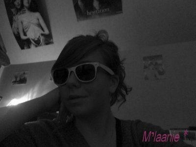 Mélanie .14 ans . Célibataire .