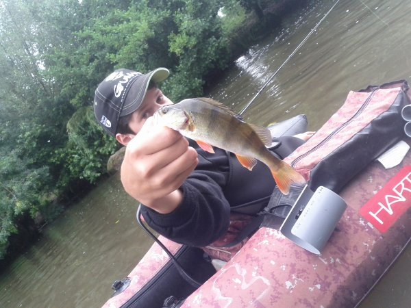 Petite sorti float tube sous la pluie !:)