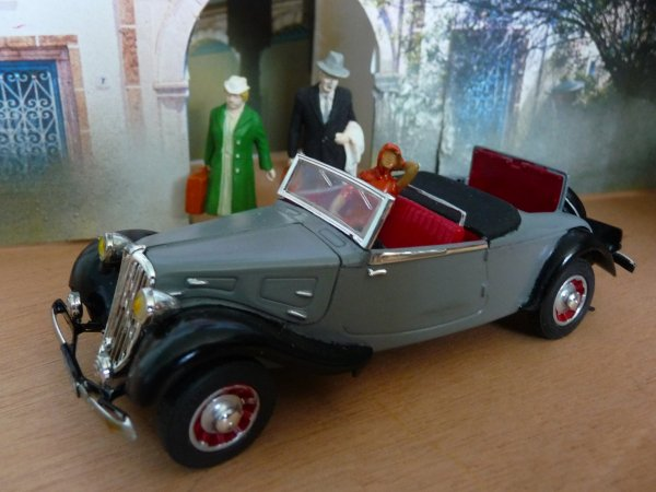 1938 CITROËN 11BL ROADSTER 2 places+ 2 speader  - modèle d'usine - Matchbox 1:32  -