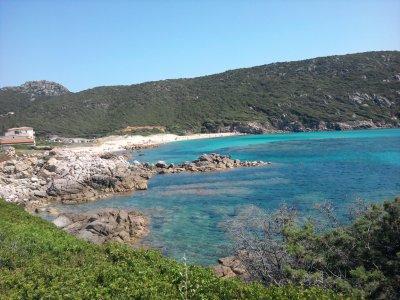 une plage de la corse vacance de juillet la mer lagon bleue.  2010