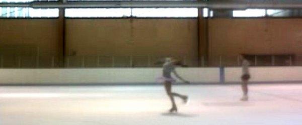La glace, le froid, la vitesse des pirouettes, la hauteur des sauts, la souplesse des attitudes, j'aime patiner et personne ne m'enlèvera ça.