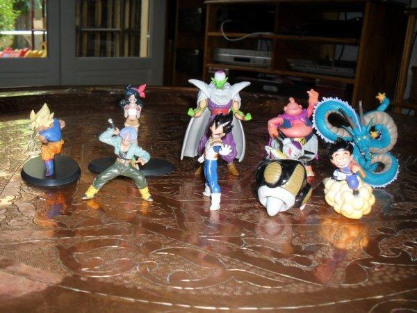 Plusieurs personnages de Dragon Ball, édition Hachette.