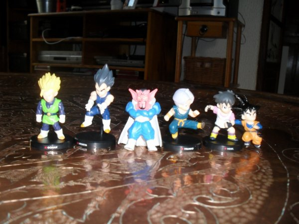 Petites figurine Dragon Ball.