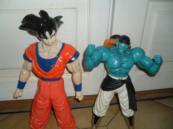 San Goku et Bojak géants.